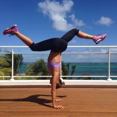 Marie Desandre Navarre, Kite surfeuse professionnelle, membre du team Sosh, 'doing' yoga en Martinique
